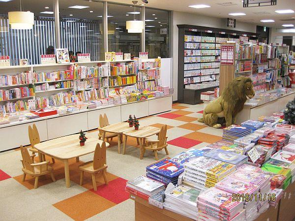 児童書と雑貨の売場 totoa